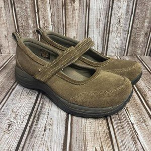LL Bean brown suede Mary Jane shoes size 8